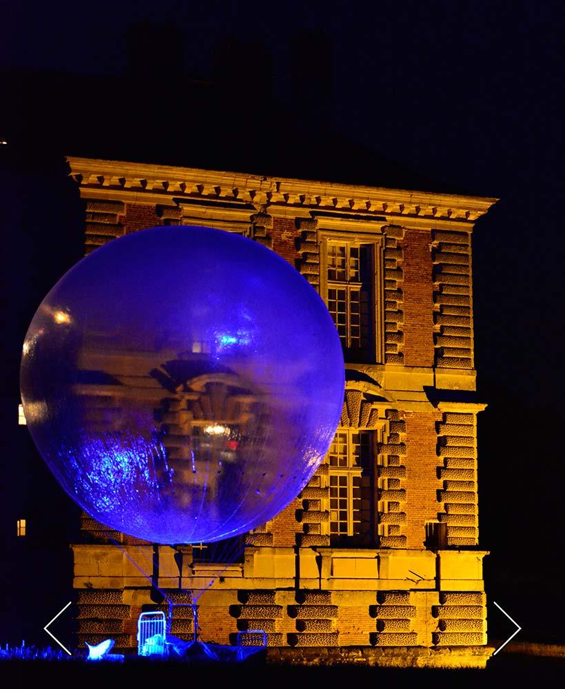 Seiltanzballon und Renaissanceschloss