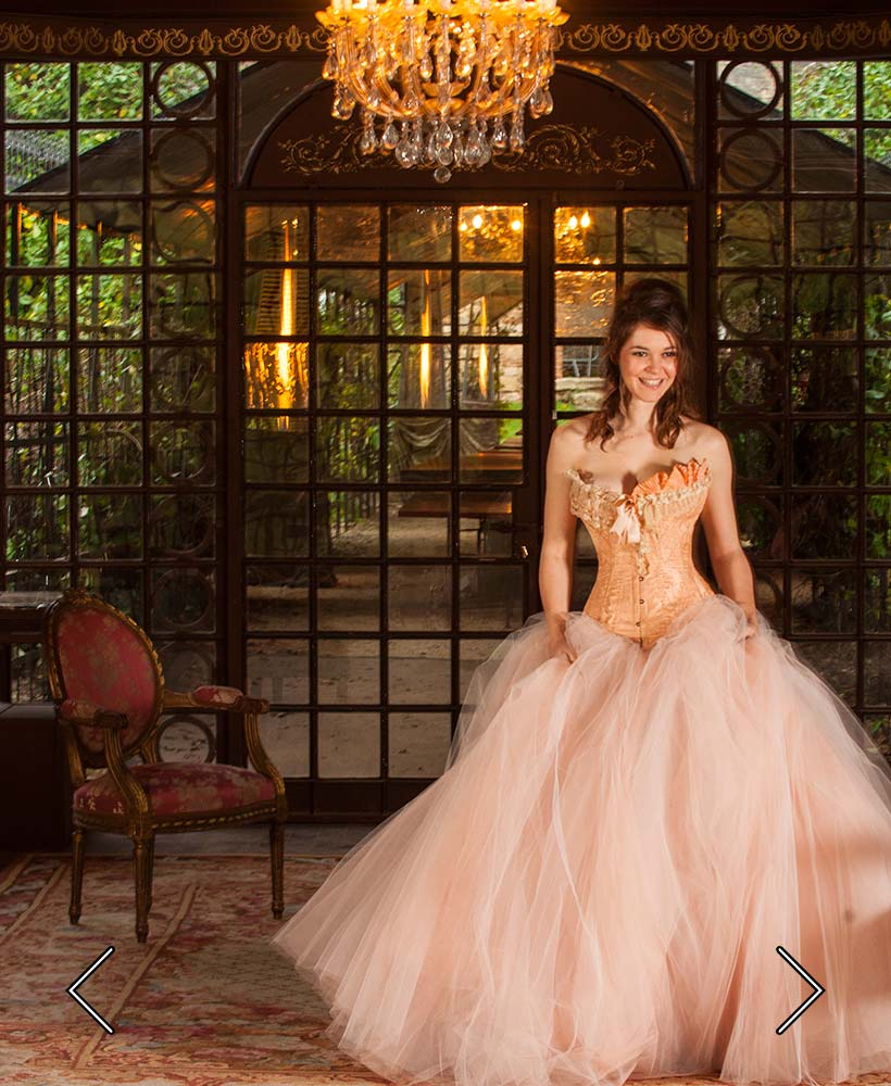 die Braut im Empfangszimmer