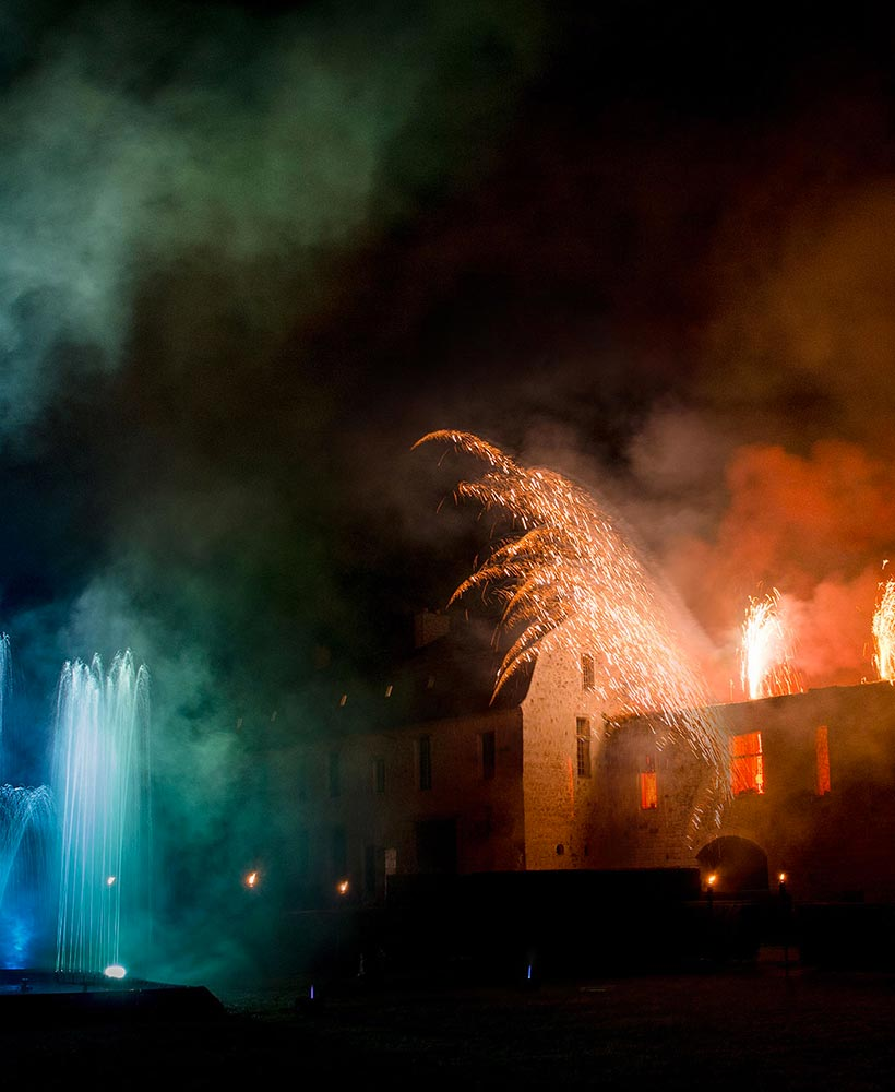 For your wedding, organize a fireworks show in the park of the chateau