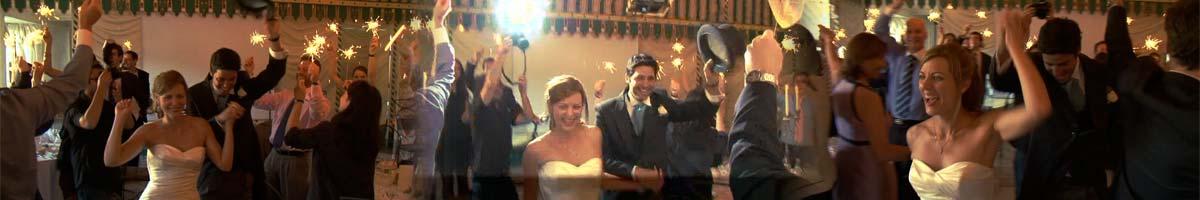 l'arrivée des mariés dans la salle des tentures, dédiée au repas