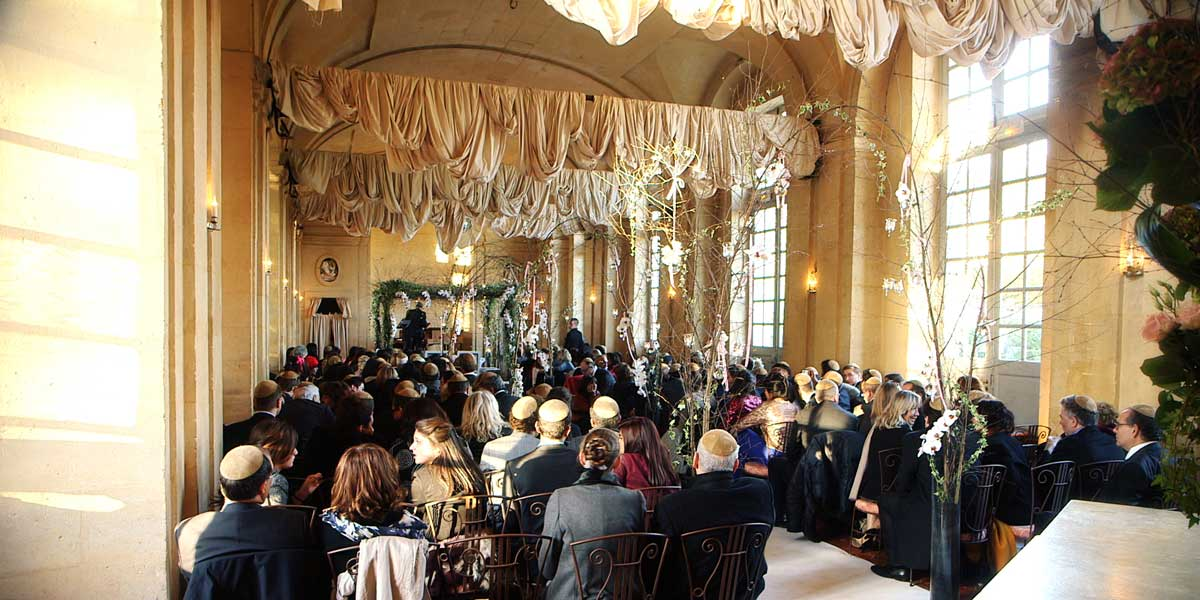 Jewish wedding ceremony at Château de Vallery, one hour from Paris