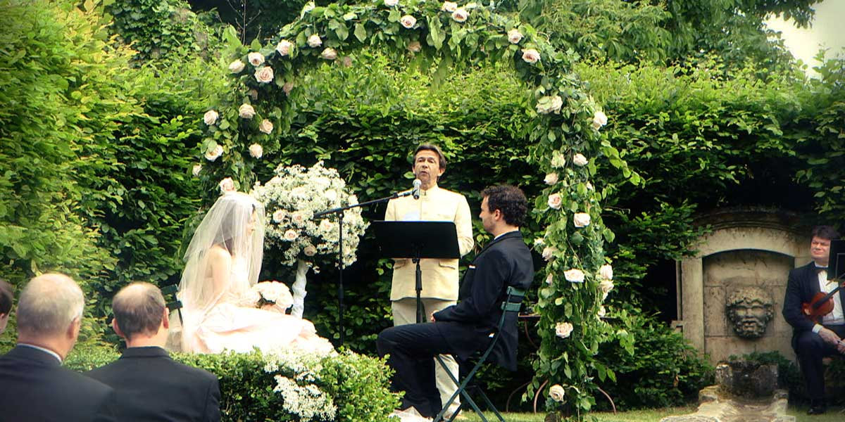 officiant for romantic wedding vows on ecumenical wedding at the chateau one hour from Paris