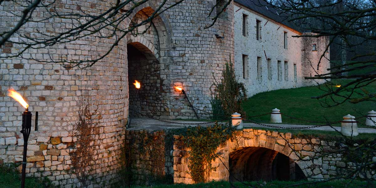 bridge of medieval chateau de Vallery