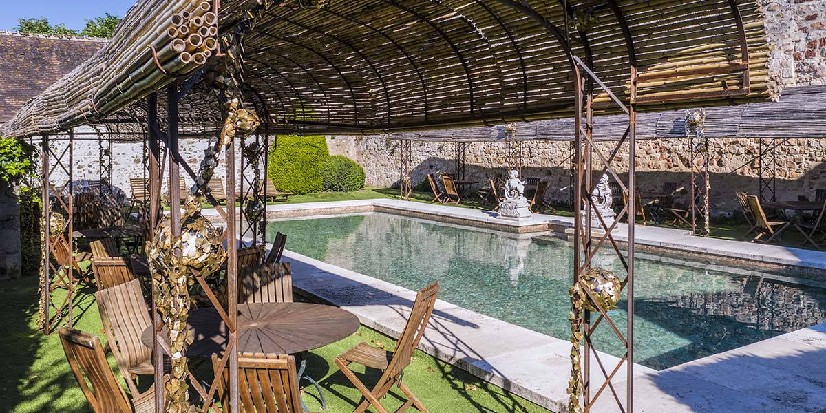 a wedding venue with a swimming pool?