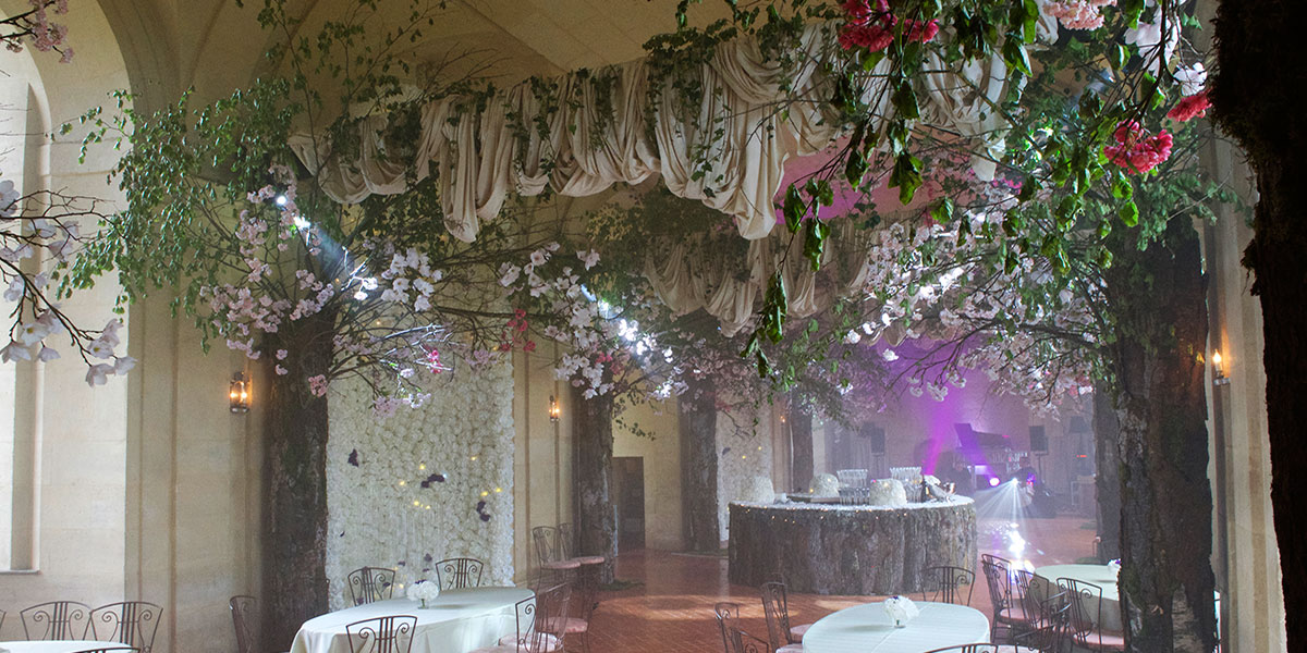 floral settings in the Grande Galerie before a wedding
