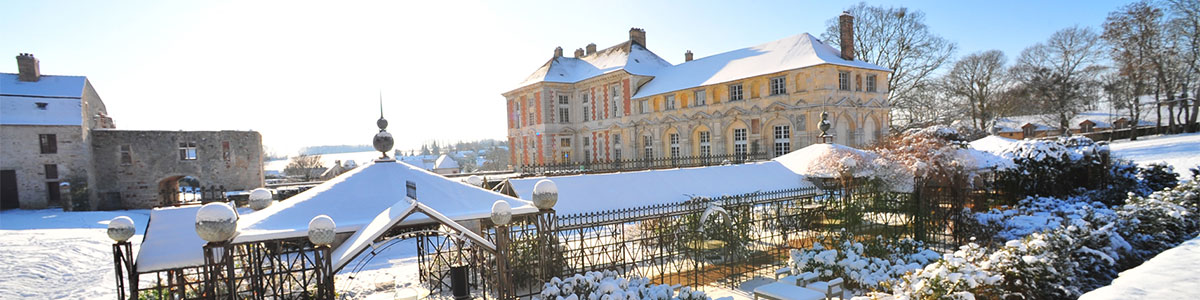 snow over the chateau for your wedding during winter
