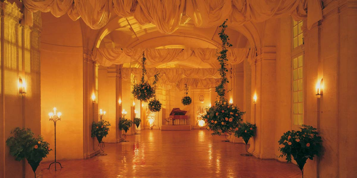 romantic wedding chateau 1 hour from Paris