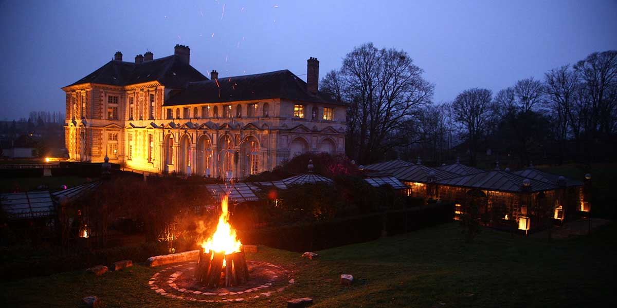 winter wedding, ground arbour and chateau view