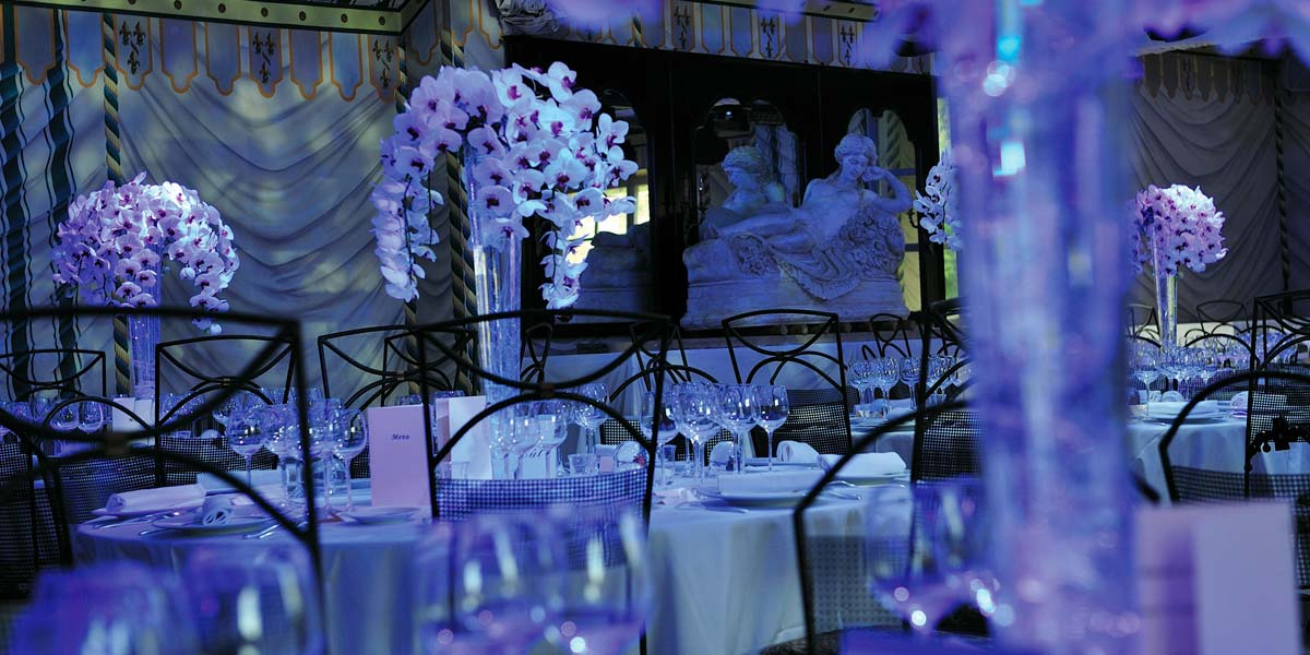 floral settings for wedding planning in a chateau one hur from Paris